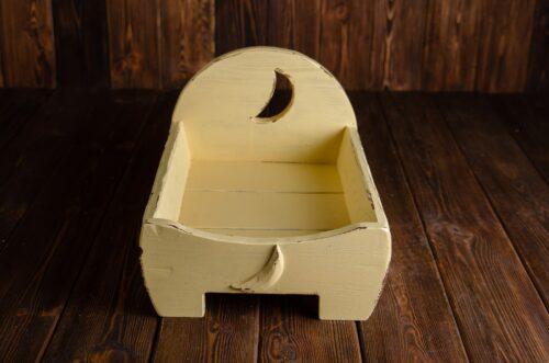 Drewniane łóżeczko sesje noworodkowe plumprops.com